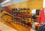 Prodejní regál na obuv