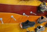 Detail regálu na obuv